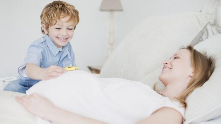 trudnica miruje